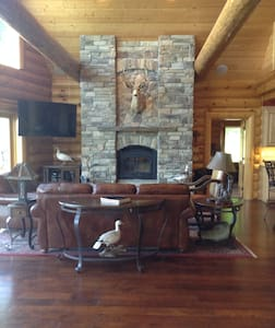 Log Home Living-30 minutes to Omaha and CWS - Rumah