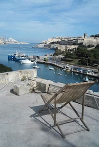 BusStop, Near Valletta, Sea-Front, bed A - Apartament