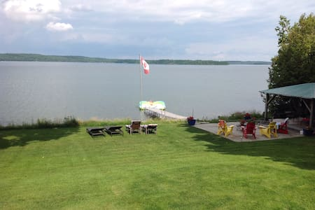 Stunning lake view from studio apt.on Lake Clear - Eganville - Appartement