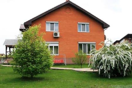 Дом с бассейном, сауной и садом - Protsiv