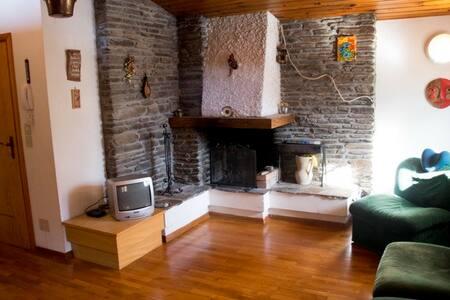 Deliziosa mansarda a Pontediegno su 2 piani - Wohnung