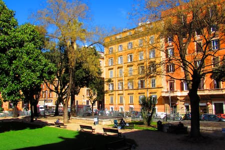 Termini Guesthouse b&b close to Colosseo - Bed & Breakfast