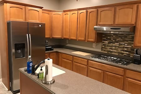 Beautiful Townhouse - with Parking Pad - Baltimore - Haus