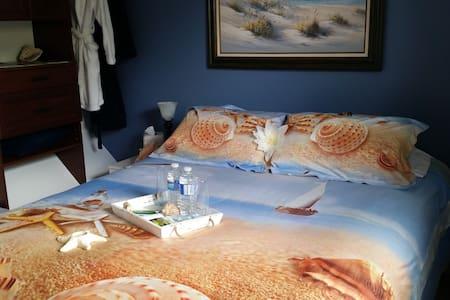 Orleans Cozy Getaway - Queen bed / shared bath - Ottawa