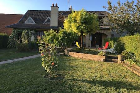 Jolie et grande villa à la campagne 12 personnes - Villa