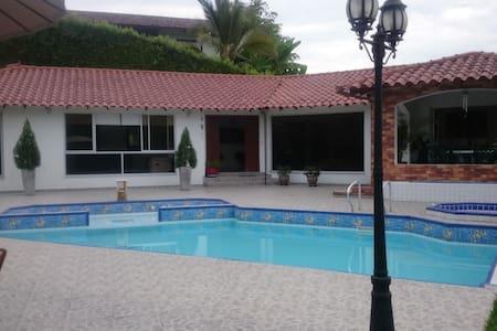 Villa Claudia Paradise - Casa