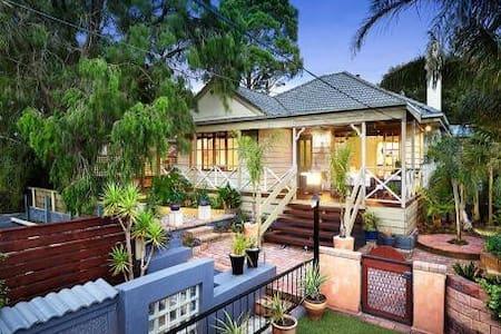 Family Home close to everything - Frankston - House