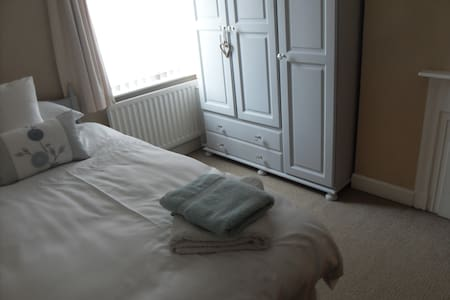 Comfortable and cosy room close to city centre - Belfast - Maison