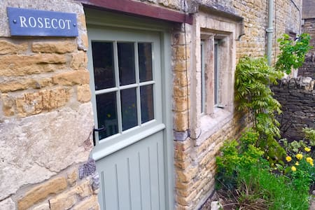 Gorgeous 200yr Old Cosy Cottage - House