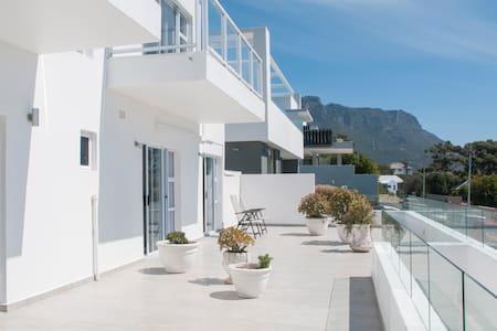 Double en-suite rooms with air con - Città del Capo - Villa