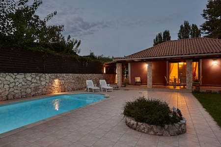Luxurious Villa with a private pool - Villa