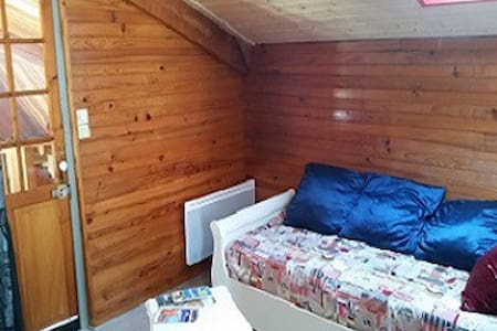 Chambre dans la grange, La ferme du marain - Montregard - Gästhus