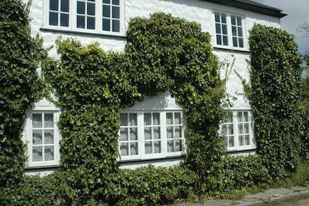 Cottage within 1 mile of the beach - Eype