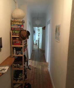 Süßes Doppelbettzimmer und schnell in der City - Hamburg - Apartment