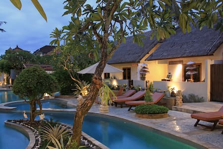 Private Villa with Balinese Feel