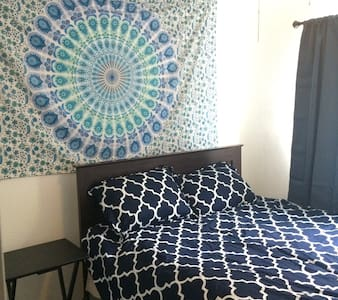 #2 10 & 16 min from Downtown & SAT - House