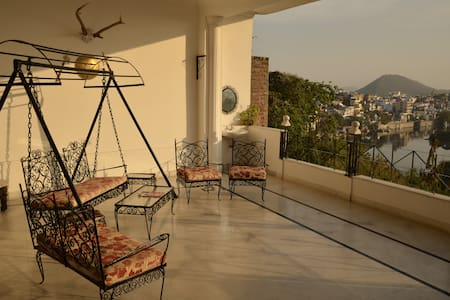 Suite Room & Balcony with Lakeview - Udaipur - Villa