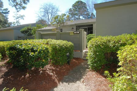 Steps from South Beach Marina!! - Hilton Head Island - Villa