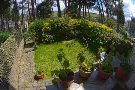 Apartamento con Jardín privado al borde dela PLAYA - Tapia de Casariego - Apartment
