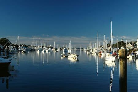 Gorgeous Harbor View Escape - Falmouth - Συγκρότημα κατοικιών