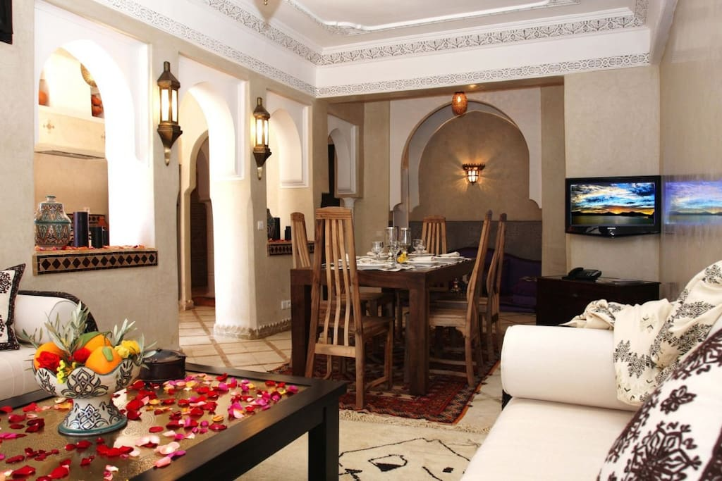 ANISSA APARTMENT IN MARRAKECH:  If the attraction of Marrakesh is unrivalled, the pleasure of travelling wouldn't be complete without an accommodation that measures up to the setting, typically in the spirit of Marrakesh.