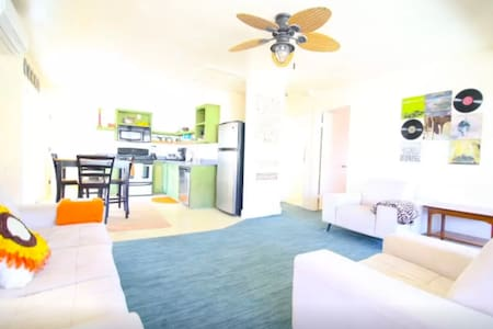 Upstairs Home Close To Beach - Casa
