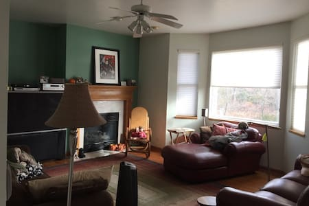 Cozy Home near lake & Midwestern Medical Center - Winthrop Harbor