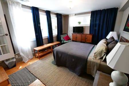 Private suite 2 min to Downtown - 安阿伯 - 獨棟