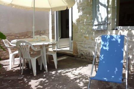 La tour du hameau de Boutières - House