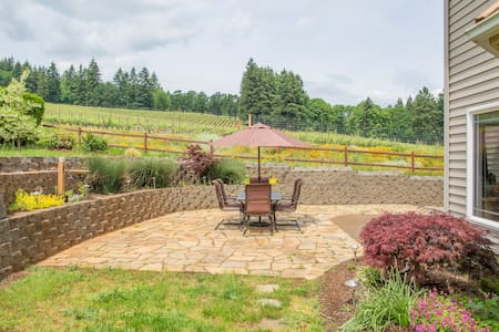 Wine Country Chateau Overlooking Vineyard - Dundee - House