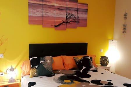 Yellow Wood   Suite in Doublerainbow B&Breakfast - Castillo Caleta de Fuste - Bed & Breakfast