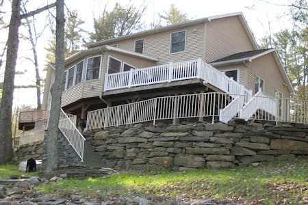 Beautiful Lakefront in the Poconos - Lakeville - House