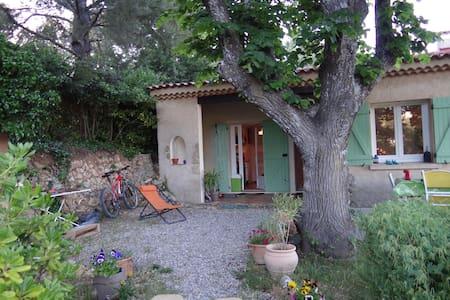 Maison avec vue sur le village ... - Haus