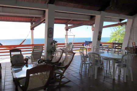 Beautiful beach house with an ocean view El Velero - Huis