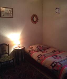 Single bedroom in a farmhouse - Bed & Breakfast