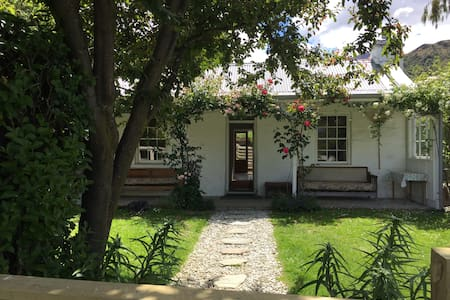 Historic, stone, Brodie Cottage - Arrowtown - Ev