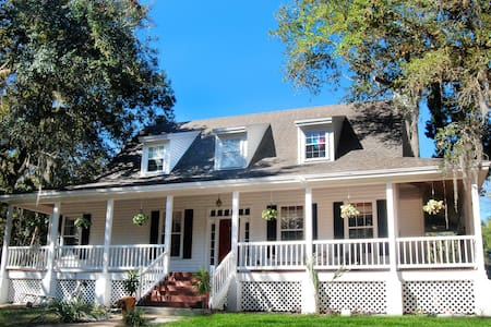 Charming Old Florida Cracker Home - Rumah