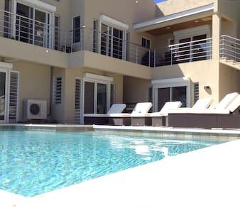 Ocean View w/Pool, Sat TV - Upper Prince's Quarter - Apartment