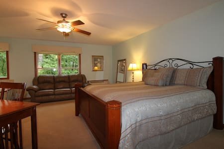 Serenity Suites Room 3 - Middlebury - Bed & Breakfast