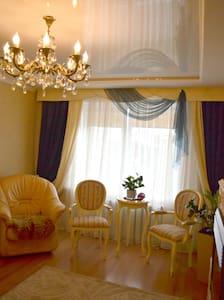 3 к -я квартира в центре город Спутник Смолеввичи - Apartment