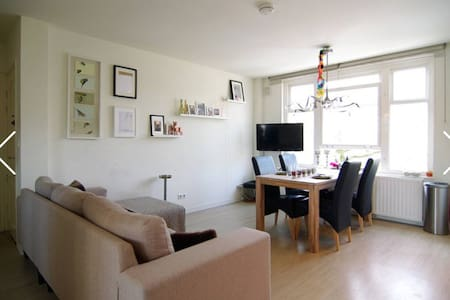 BEAUTIFULL canal view apt. located trendy Pijp! - Amsterdam - Apartment