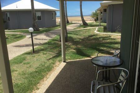 Oceanfront Villa in Mackay Resort - Villa