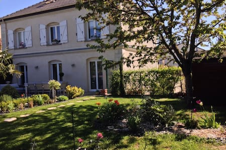 Les Suites Champenoises Bed & Breakfast - Tinqueux