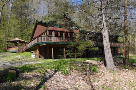 Updated Chalet House in Great Barrington, MA - Great Barrington - House
