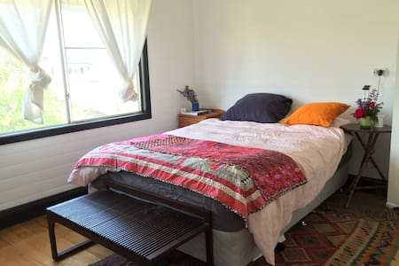 Artist's two bedroom cottage. - Glen Innes - Rumah