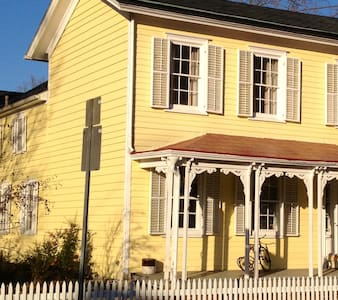 1832 Hyde Park Bed and Breakfast - Bed & Breakfast