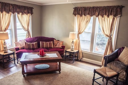 1880's Carriage house style, 3 bedrooms - Independence