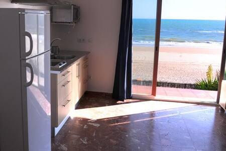 Apartment 1. At the sea´s shore - Xalet