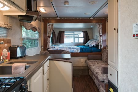 Vineyard RV on a nonprofit farm - Brentwood - Husbil/husvagn