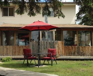 Charming Lakeview Getaway - Alberta Beach - House